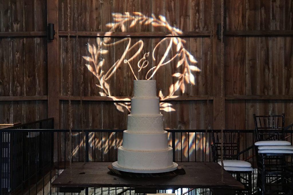 swing-wedding-cake